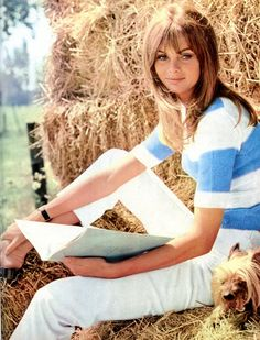 Jean Shrimpton. Reading. Among haystacks.
