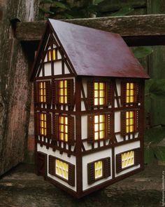 Купить Потсдам. Немецкий домик-светильник. Ночник для интерьера. - коричневый, белый цвет, зеленый фон