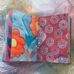 Bis es mit der Sommerpost am nächsten Montag losgeht, zeigen wir noch ein paar schöne Minibüchlein aus der Frühlingsbücherei. Dies hier ist von Annette @buntistschoen ⠀ ⠀ ⠀ ⠀ #frühlingsmailart2017 #mailart #postkunst #minibooks #frühlingspost Craft Things, Photo And Video, Crafts, Instagram, Art, Couple, Summer, Nice Asses, Crafting
