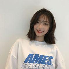 Pleat cut cut - New Site Ulzzang Short Hair, Asian Short Hair, Short Hair With Bangs, Girl Short Hair, Hairstyles With Bangs, Short Hair Cuts, Asian Hair Bangs, Haircuts, Korean Short Hair Bangs