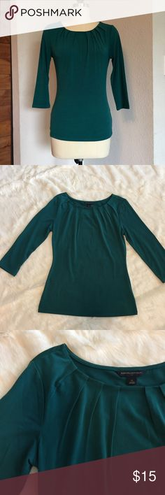 "🌲Banana Republic Boatneck Top Banana Republic Boatneck top with a pleated Neckline and 3/4 length sleeves.  Deep teal green Excellent condition. Approx measurements  Length: 23"" Bust: 15"" 95% polyester 5% spandex Banana Republic Tops"
