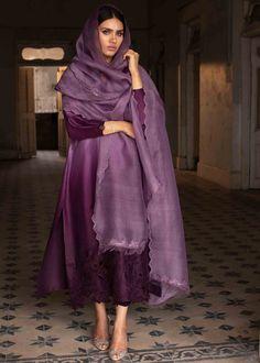 Punjabi Fashion, Indian Fashion Dresses, Dress Indian Style, Bollywood Fashion, Velvet Fashion, Suit Fashion, Fashion Outfits, Simple Pakistani Dresses, Pakistani Dress Design