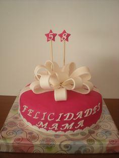 Tarta elegante, para celebrar el cumpleaños de su madre! ¡Felicidades!