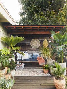 70 Cozy Backyard and Garden Seating Ideas for Summer - Backyard Landscaping Backyard Seating, Backyard Patio Designs, Small Backyard Landscaping, Backyard Retreat, Landscaping Ideas, Backyard Privacy, Backyard Bbq, Backyard Ideas, Terrace Ideas