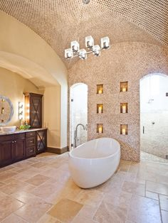 Traditional bathroom design with beige travertine tiles #travertine #floor #design #bathroom #naturalstone
