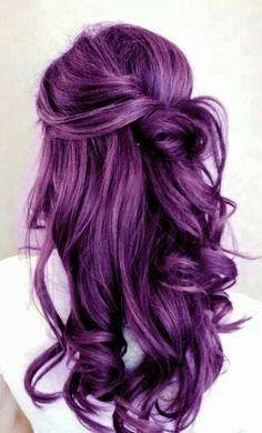 O de una manera llamativa.   18 Razones por las que deberías teñirte el cabello de morado