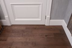 Плинтус напольный стыкуется с межкомнатной дверью