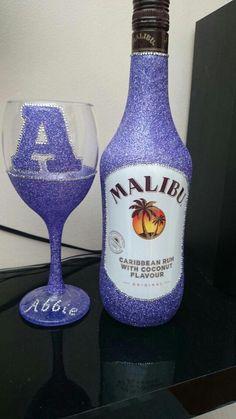 Personalised College style glitter malibu gift set Available from www. Glitter Wine Glasses, Wedding Wine Glasses, Decorated Wine Glasses, Painted Wine Glasses, Diy Bottle, Bottle Crafts, Beer Bottle, Bling Bottles, Liquor Bottles