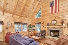 George's - A cozy 5-bedroom 4-bathroom deluxe cabin with main floor and bath handicap accessibility only minutes from America's favorite vacation land and honeymoon retreat - relax and enjoy the pool table, hot tub, 2-person whirlpool and fireplace.