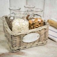 Cesta de mimbre con 4 botellas de cristal www.mrwonderfulshop.es #deco #home