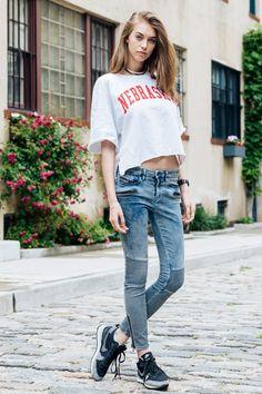 7月最初のストリートスナップは、NYのモデルたちの愛用デニムをフィーチャー。ダメージやホワイトカラー、ショートタイプetc... 彼女たちの夏のマストアイテムとは?