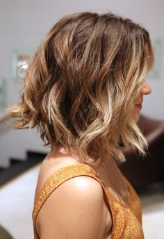 long wavy bob. // I love this so so much. @Erica Cerulo Celeste  i want my hair like this for the wedding if that's ok! Lol :))