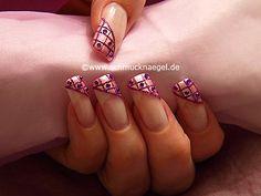Nail art motivo 173 - Decoración de uñas con esmalte en rosa y piedras strass -  http://www.schmucknaegel.de/