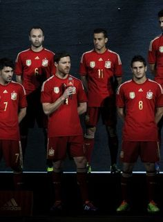 Villa y Koke con la nueva equipación de la Selección Española para el mundial de Brasil.