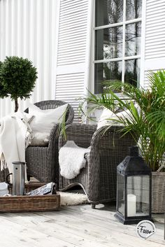 Wicker chairs, wicker tray on porch.