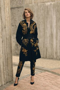 Fashion Catwalk, High Fashion, Womens Fashion, Mode Unique, Outerwear Jackets, Passion For Fashion, Lounge Wear, Ready To Wear, Fashion Dresses