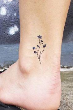 Simple Little Wildflower Ankle Tattoo Ideas for Women - Tiny Tattoo Ideas - diy tattoo images - Tatoo Ideen Diy Tattoo, Form Tattoo, Shape Tattoo, Tattoo Ideas, Tattoo Designs, Rose Rib Tattoos, Wrist Tattoos, Body Art Tattoos, Sleeve Tattoos