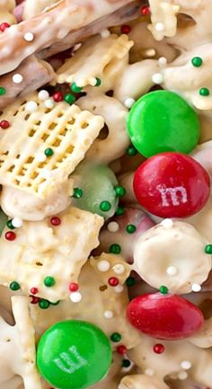 Reindeer Chow - Life Made Simple Reindeer Chow - Life Made Simple Reindeer Chow<br> Santa shouldn't get all of the treats! This fun and festive reindeer chow is a sweet and salty mix of cereal, pretzels, peanuts and M&Ms. Holiday Snacks, Christmas Party Food, Xmas Food, Christmas Cooking, Holiday Recipes, Christmas Diy, Christmas Recipes, Christmas Popcorn, Christmas Puppy Chow