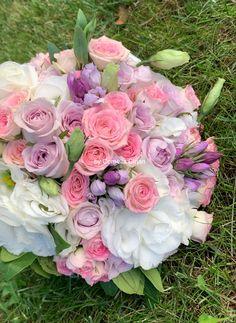Trandafiri,minirose,lisiantus,gentiana ❤️❤️❤️ Floral Wreath, Wreaths, Home Decor, Floral Crown, Decoration Home, Door Wreaths, Room Decor, Deco Mesh Wreaths, Home Interior Design