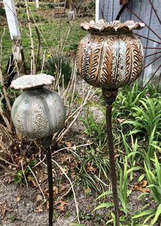 Ceramic Pottery, Ceramic Art, Ceramic Studio, Seed Pods, Ceramic Flowers, Pottery Ideas, Clay Crafts, Gourds, Clay Art
