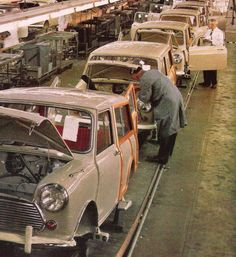 Morris Mini Clubman Travelers, on the assembly line in England. Mini Countryman, Mini Clubman, Mini Coopers, Classic Mini, Vans Classic, Red Mini Cooper, Mini Morris, Assembly Line, Shooting Brake