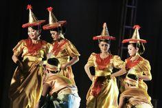 Traditional dance #kendari #sulawesitenggara #indonesia #culture #art #HUTSULTRA #HALOSULTRA #LIKEforLIKE #canon #70-200L