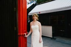 Découvrez les traditions romantiques et folkloriques liées au mariage en Irlande, en Écosse et au Pays de Galles One Shoulder Wedding Dress, Strapless Dress, Wedding Dresses, Fashion, Wales, Folk Dance, Vintage Romance, Ireland, Dress Ideas