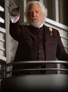 Donald Sutherland stars as President Snow Lionsgate Films' The Hunger Games - Movie still no 82 The Hunger Games, Hunger Games Movies, Hunger Games Mockingjay, Hunger Games Catching Fire, Hunger Games Trilogy, Donald Sutherland, Président Snow, Capitol Couture, Hunger Games Exhibition