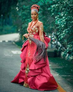 afrikanische hochzeiten 40 Gorgeous Wedding Dress Styles For Your African Traditional Wedding - The Glossychic 40 Gorgeous Wedding Dress Styles For Your African Traditional Wed Nigerian Wedding Dresses Traditional, Traditional Wedding Attire, African Lace Dresses, Latest African Fashion Dresses, Gorgeous Wedding Dress, Wedding Dress Styles, Wedding Outfits, Women's Dresses, Igbo Wedding