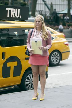 Amy Schumer Photos - Amy Schumer films 'I Feel Pretty' on July - Amy Schumer on the Set of 'I Feel Pretty' I Feel Pretty Movie, Amy Schumer, Amy Adams, Beautiful Girl Indian, Movie List, Pretty Outfits, Cloths, Netflix, Summer Outfits