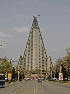 Ryugyong Hotel, Pyongyang. North Corea. Images courtesy of DOM Publishers and Philipp Meuser.
