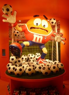 This 35,000 square feet store selling M&Ms products and merchandise is the largest candy store in the world. The majority of the store is taken up by rather expensive merchandise (for example; £7 for an M&M branded plastic bowl, £30 for a plastic bracelet), T-shirts, soft toys and M&M characters in all shapes and sizes. The staff cheer and dance a lot, presumably in an effort to bring a Disney-like atmosphere to the place; something that's difficult to carry off on a cold and miserable day…