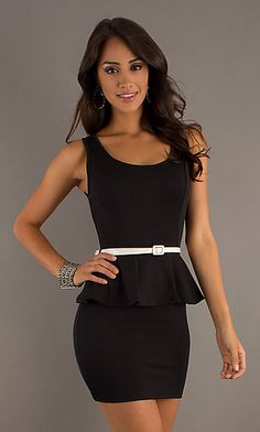 Short black dress with a thin belt to create a silhouette...gosto!