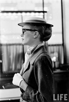 Tuesday morning in princessy style. Grace Kelly photographed by Lisa Larsen, LIFE, 1956 https://www.facebook.com/alwaysbevintage/