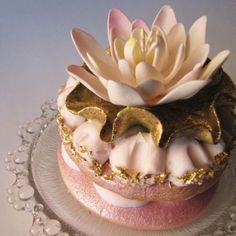 Beautiful Cupcake, love how one layer is all gold, and the next layer is just edged in the pretty gold~By ConnieCupcake~❥