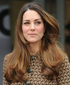 Kate Middleton's Luscious Brown Locks At Charity Event — Get The Look - Why is Kate Middleton's hair always so SHINY? Cabelo Kate Middleton, Princess Kate Middleton, Kate Middleton Style, Prince William And Kate, William Kate, Maternity Hair, Celebrity Hairstyles, Cool Hairstyles, Princesa Diana