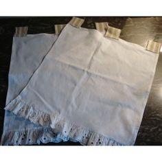 Paire Rideaux Drap ancien blanc cassé, sa frise dentelle richelieu / Pattes Toile à Matelas l 40 cm