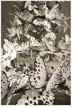 Paper butterflies by Kiyoshi Kuroda. Butterfly Black And White, Paper Art, Paper Crafts, Diy Paper, Butterfly Migration, Best Mixed Drinks, Butterfly Lighting, Paper Butterflies, Paper Flowers