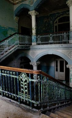 Sanatorium/Isolation Hospital built 1898 to treat tuberculosis victims, closed 2000 and left abandoned. Interesting article about the history of this sanatorium Derelict Places, Abandoned Places, Old Buildings, Abandoned Buildings, Abandoned Castles, Beautiful Ruins, Beautiful Places, Amazing Places, Creepy Houses