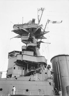 Bridge structure of 15 in battlecruiser HMS Hood, pictured in Australia during her 1924 Empire Cruise: there was very little change before 1941 (see nearby). Hms Hood, Bridge Structure, Capital Ship, Narrowboat, Coal Mining, Navy Ships, Model Ships, Royal Navy, Battleship