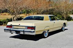 1976 Mercury Grand Marquis Two Door Hardtop Buick Electra, Old American Cars, American Classic Cars, Chrysler New Yorker, Edsel Ford, Ford Fairlane, Retro Cars, Vintage Cars, Lincoln Continental