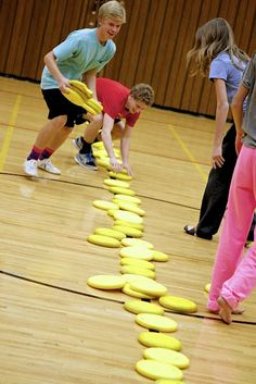 Frisbee Dodgeball, the best. Elementary Physical Education, Elementary Pe, Health And Physical Education, Health Class, Dodgeball Games, Gym Games, Camping Games, Sports Games, Pe Activities