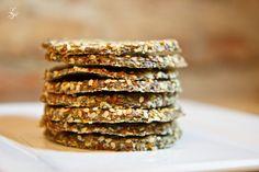 Garlic Bread with Chlorella Raw Food Recipes, Vegetarian Recipes, Cooking Recipes, Healthy Recipes, Healthy Food, Dehydrated Food, Energy Bars, Garlic Bread, Food And Drink