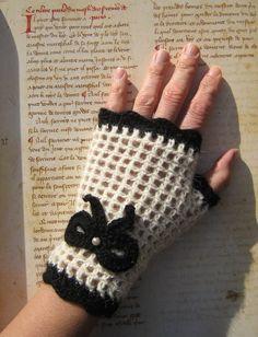 Vintage pin-up fingerless gloves mittens white naturel black knot and bead wool Alpaca steampunk gothic lolita pin-up – Sema Özen Tan - Crochet Crochet Fingerless Gloves Free Pattern, Fingerless Mittens, Knitted Gloves, Crochet Hats, Crochet Wrist Warmers, Crochet Patron, Crochet Accessories, Crochet Patterns, Knitting Patterns