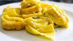 Cappellacci di zucca con amaretti, mostarda conditi con burro e Parmigiano