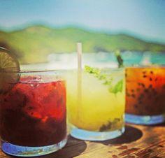 Caipifrutas. PARADOR GAROPABA, o melhor restaurante à beira mar, na Praia de Garopaba - Santa Catarina. Frutos do mar, grelhados, massas, risotos, fondues, saladas e outras delícias gastronômicas com o mais belo visual.