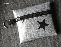 porte-monnaie zippé argenté et noir étoile avec anneau porte clés et breloque : Porte-monnaie, portefeuilles par kipapee
