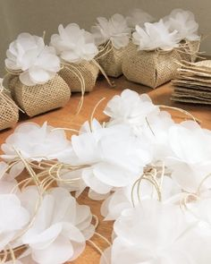 Fabric flower: 40 photos and videos to put into practice (step by step) – My Wedding Dream Wedding Favours Luxury, Soap Wedding Favors, Homemade Wedding Favors, Wedding Gift Boxes, Wedding Favors For Guests, Wedding Candy, Wedding Gifts, Floral Wedding Decorations, Wedding Centerpieces