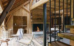 Le salon, entre chaleur et lumière - Plus de photos de ce chalet sur Côté Maison http://petitlien.fr/72uu
