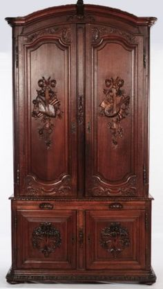 LARGE 19TH CENTURY FRENCH CARVED OAK SIDE CABINET : Lot 189